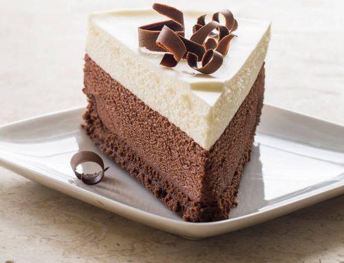 Torta mousse ai 3 cioccolati, perfetta per la glassa a specchio